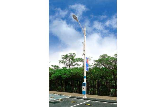 zte traßenlaterne mit Ladestation und LTE-Funkmast