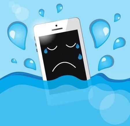 Handy fällt ins Wasser, was tun